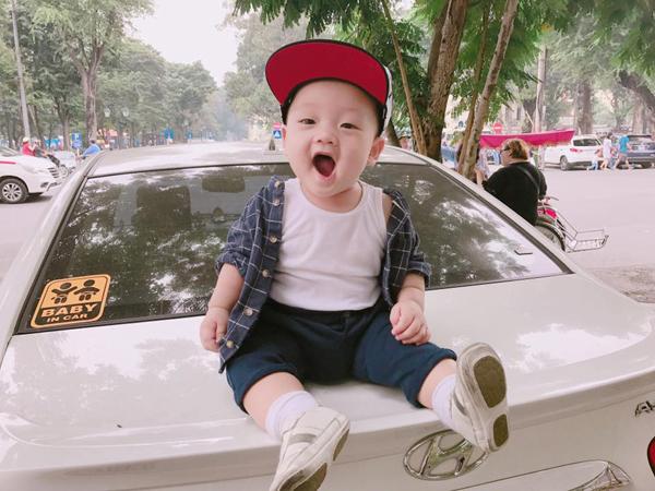 con-trai-ly-kute-cang-lon-cang-banh-2