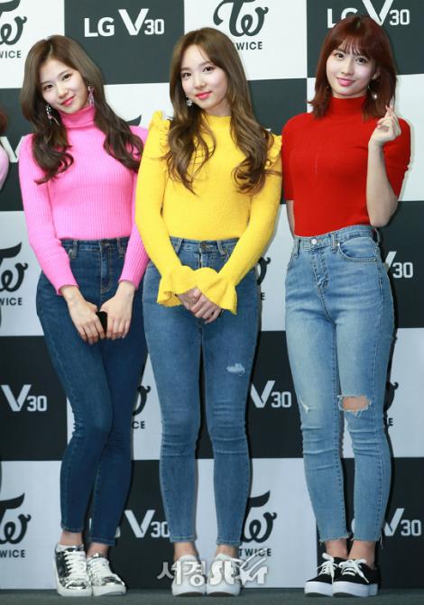 twice-khoe-sac-voc-voi-skinny-jeans-ao-ho-bung-trong-mv-moi-4