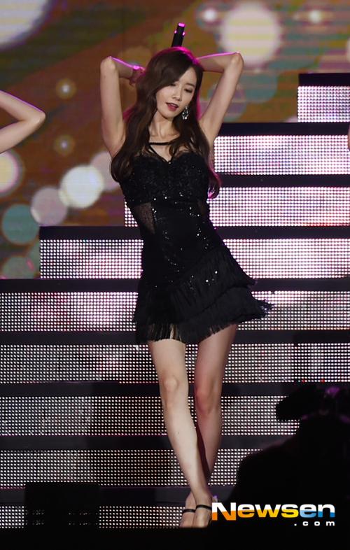 yoon-ah-mac-do-sexy-nuot-hon-han-nho-co-da-co-thit-3
