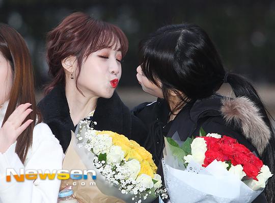 lovelyz-khoe-chan-giua-troi-lanh-hyun-ah-gian-di-khac-la-2-2