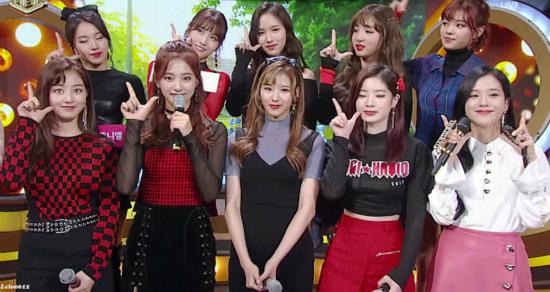 ji-soo-black-pink-khong-ngai-do-sac-voi-cac-my-nhan-kpop-2