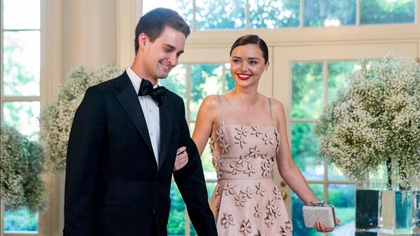 Đám cưới của Spiegel và Kerr được tổ chức bí mật, với sự chứng kiến của số ít bạn bè và người thân.