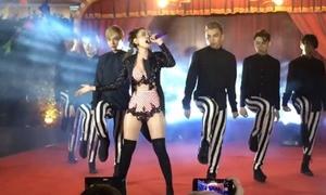 Chi Pu khoe vòng một bốc lửa hát live ca khúc thứ 4