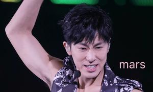 Yun Ho (DBSK) khuỵu gối hét to tên Jong Hyun trong concert Nhật