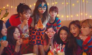 Twice cực đáng yêu trong MV Giáng sinh tặng fan