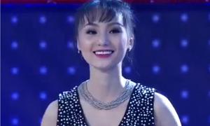 Cô gái đẹp tựa 'thần tiên tỷ tỷ' khiến khán giả nhăn mặt khi cất giọng hát