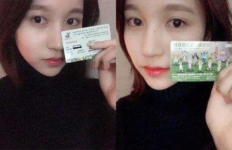 Mina cầm giấy đăng ký hiến tạng.