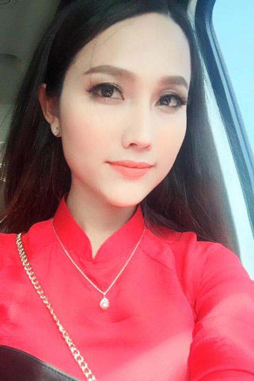 Hot teen Hy Sa By cũng là một gương mặt được nhiều bạn trẻ biết đến, cũng là người em thân thiết, là phù dâu của Lâm Khánh Chi.