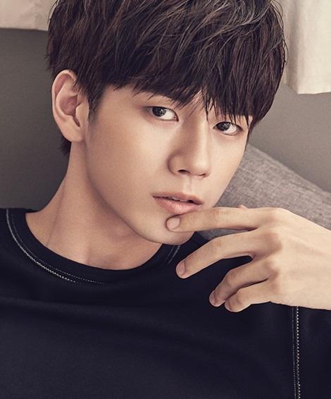 Ong Seong Woo sở hữu khuôn mặt đậm chất điện ảnh, đường nét sắc sảo. Nam ca sĩ thuộc top visual của nhóm.