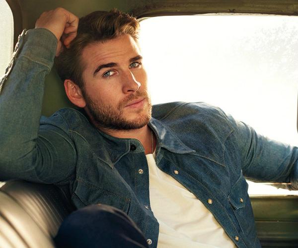 Vẻ ngoài nam tính cuốn hút của Liam Hemsworth.