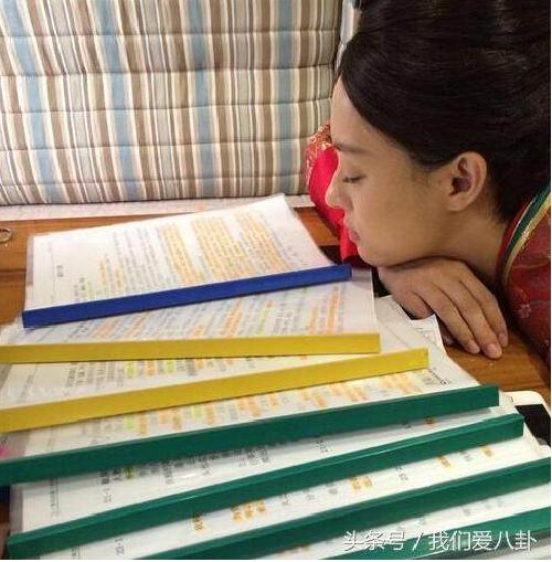 Các cách sao Hoa ngữ vật vã để học thuộc lời thoại dày cả quyển