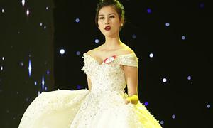 Hot girl Hà Lade giành ngôi Á hoàng trang sức 2017