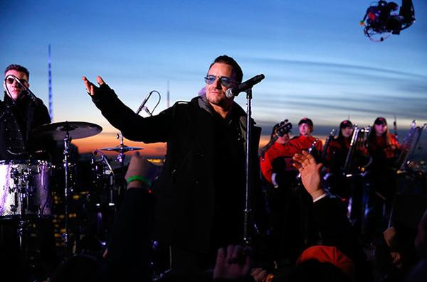 U2 nổi tiếng với bản hit đón năm mới New Years Day.