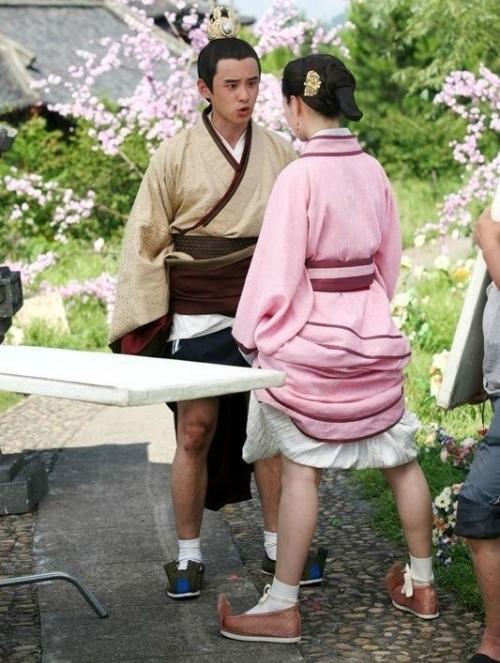 Hậu trường thương tâm đến hài hước của sao Hoa ngữ khi quay phim trái mùa - 1