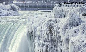 Thác nước hùng vĩ bậc nhất thế giới đóng băng