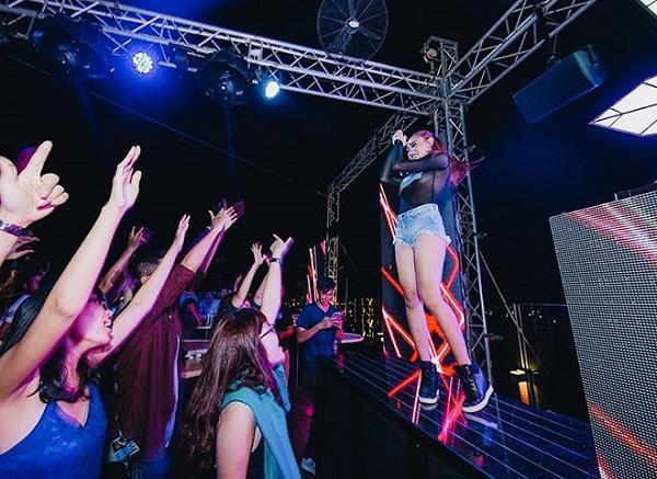 Khán giả phấn khích trước phần trình diễn của DJ TyTy.