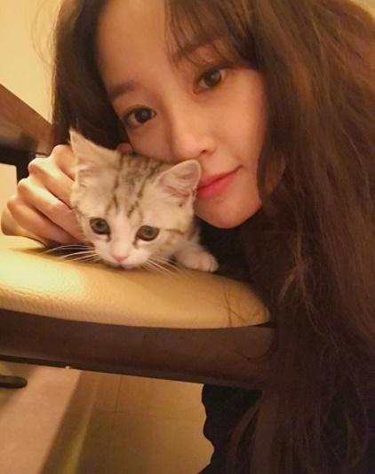 Joo Yeon nổi bật hơn cả trong số các cô bạn gái tin đồn mới đây của G-Dragon.