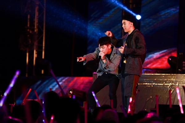 Sao Việt cháy hết mình cùng sao quốc tế trong đêm nhạc đón năm mới - 8