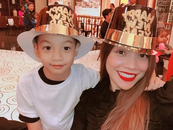 Sao Việt đón 2018: Người hạnh phúc bên gia đình, kẻ xuất ngoại đầu năm