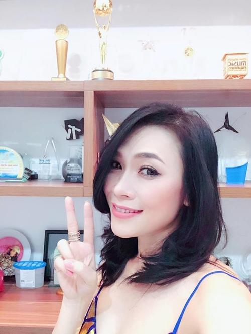 Sao Việt đón 2018: Người hạnh phúc bên gia đình, kẻ xuất ngoại đầu năm - 1