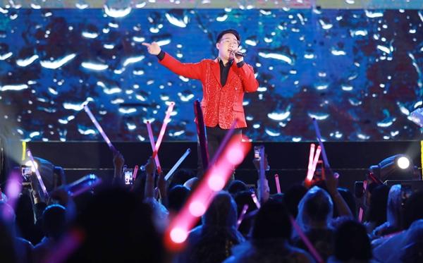Sao Việt cháy hết mình cùng sao quốc tế trong đêm nhạc đón năm mới - 11