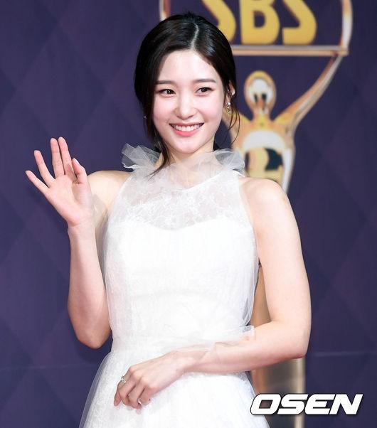 Nhan sắc của nữ idol sinh năm 1997 được nhiều neitizen ví von là tiểu Suzy.