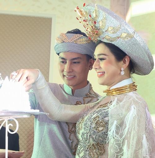 Lâm Khánh Chi hạnh phúc trong ngày cưới.
