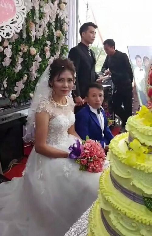 Đám cưới của chú rể cao 80cm và cô dâu 1m65 tại Thanh Hóa