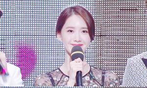 Yoon Ah đáng yêu 'hết nấc' khi làm MC ở sự kiện cuối năm