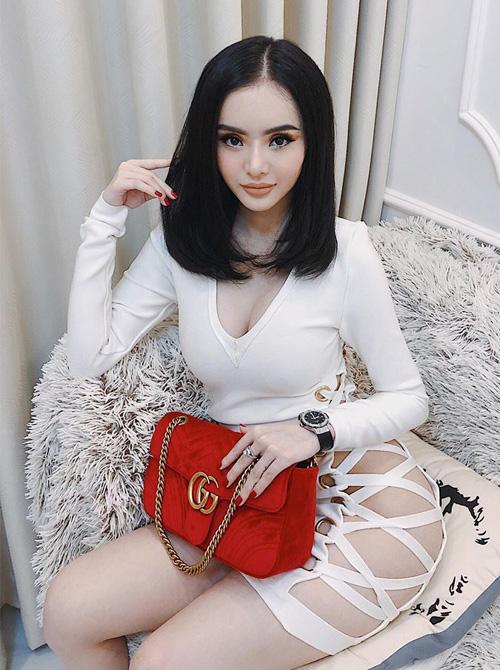 Em gái Angela Phương Trinh diện đồ khoe thân còn ác liệt hơn chị - 5