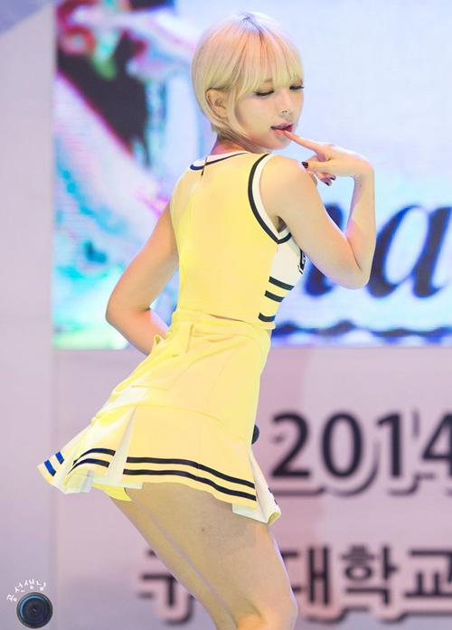 Những bộ đồng phục nữ sinh sexy nhất của idol Hàn - 3