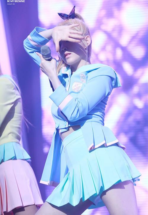 Những bộ đồng phục nữ sinh sexy nhất của idol Hàn - 1