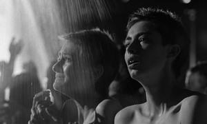 Cảnh khỏa thân gây tranh cãi trong 'Schindler's List' được giữ lại vì ý nghĩa lịch sử