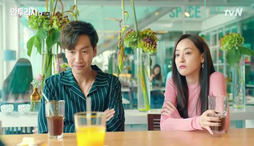 Lee Joo Yeon xuất hiện bên cạnh Lee Kwang Soo trong phimEntourage.