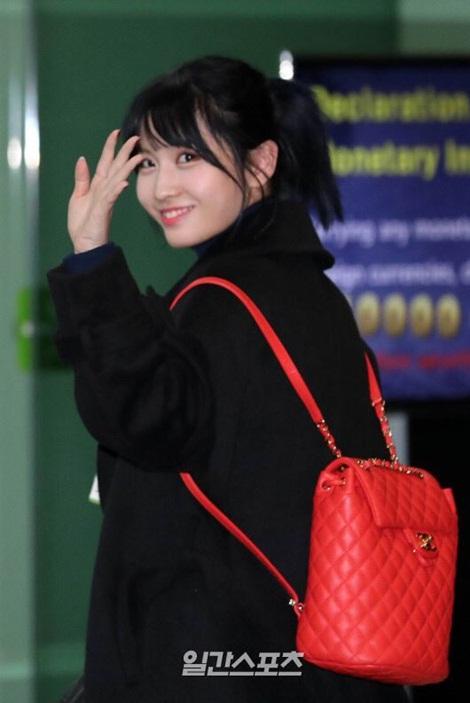 Suzy khoe mặt mộc, Twice trùm kín mít đi làm dịp năm mới - page 2 - 3