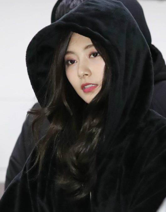 Suzy khoe mặt mộc, Twice trùm kín mít đi làm dịp năm mới - page 2 - 1