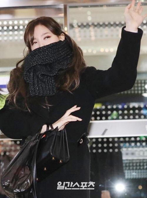 Suzy khoe mặt mộc, Twice trùm kín mít đi làm dịp năm mới - 10