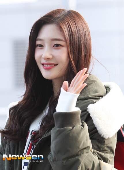 Suzy khoe mặt mộc, Twice trùm kín mít đi làm dịp năm mới - 4