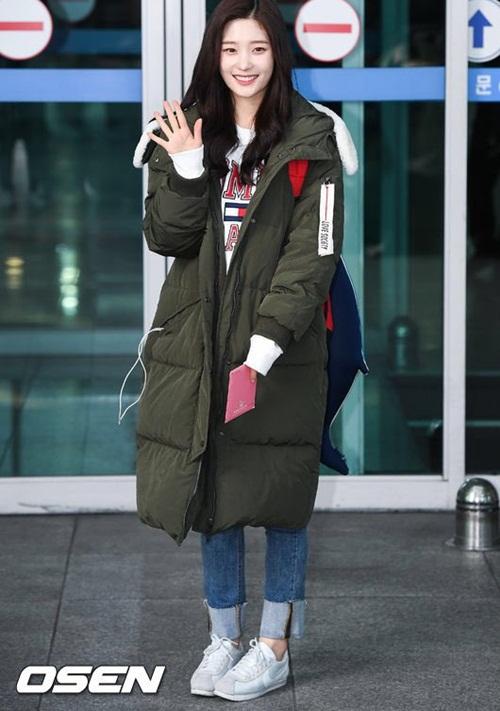 Suzy khoe mặt mộc, Twice trùm kín mít đi làm dịp năm mới - 5