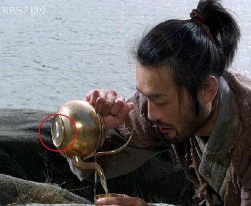 Những lỗi ngớ ngẩn trong phim Hàn khiến bạn khó nhịn cười - 10