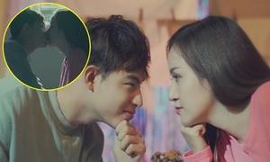 Bà Tưng 'diễn sâu' khóa môi trai đẹp