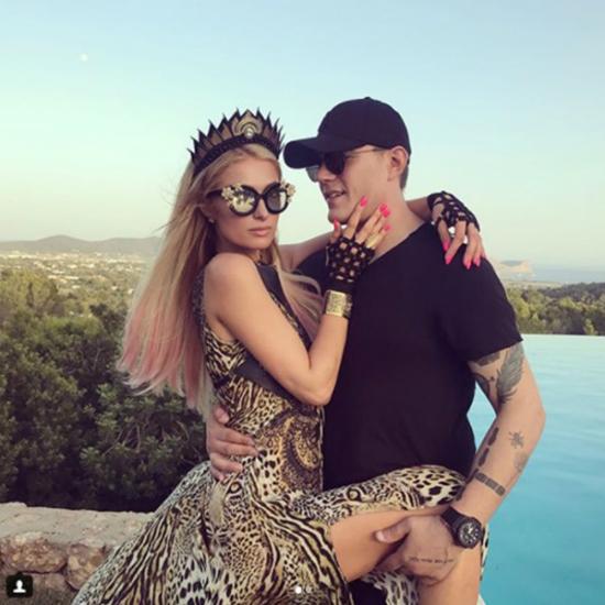 Trước khi cầu hôn Paris Hilton, Chris Zylka đã có thời gian dài làm bạn rất thân với bạn gái