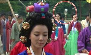 Những lỗi 'ngớ ngẩn' chọc cười khán giả trong phim Hàn