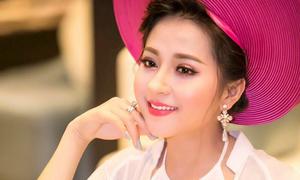Hot girl ví giặm Nghệ An hút fan nhờ xinh đẹp, hát hay