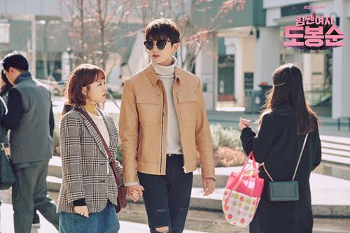 Khoảng cách chiều cao gây thương nhớ của Park Hyung Sik khi đứng gần Park Bo Young.