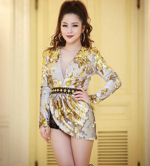 Hương Tràm chuộng trang điểm, ăn mặc dừ hơn tuổi 22 - 8