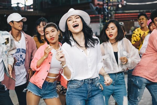 Mỹ Tâm gây tò mò với vũ điệu say rượu