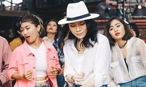 Mỹ Tâm gây tò mò với 'vũ điệu say rượu'