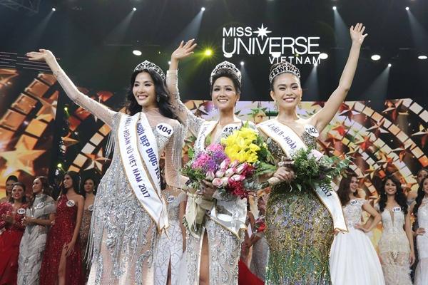 HHen Niê (giữa) đăng quang Hoa hậu Hoàn vũ Việt Nam 2017.