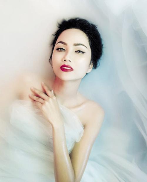 Vẻ đẹp nóng bỏng của Hoa hậu Hoàn vũ Việt Nam HHen Niê